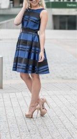 A blue-and-black dress that looks like The Dress [gif]