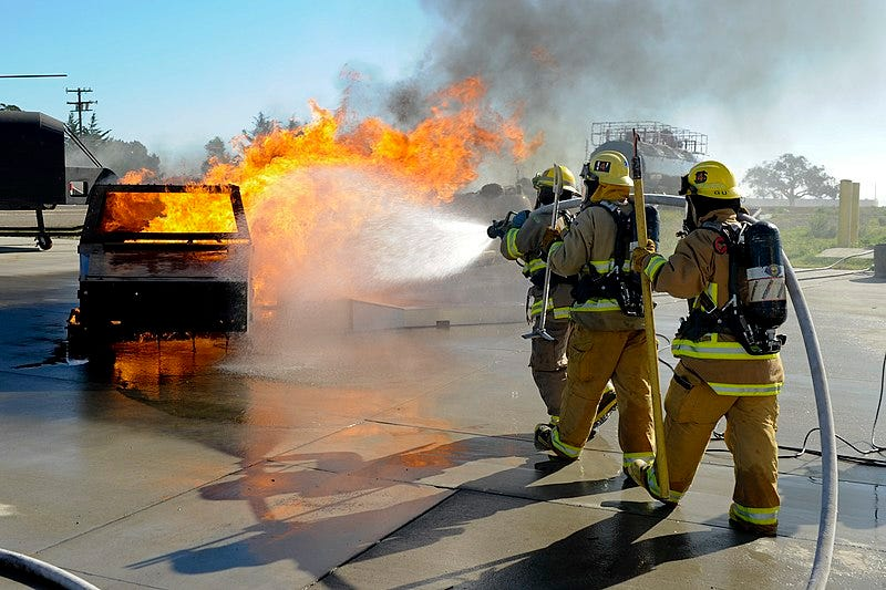 File:Student fire fighter extinquishing dumpster fire.jpg