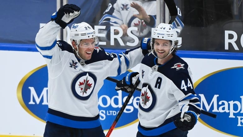 Jets hand Maple Leafs 3rd straight loss   CBC Sports