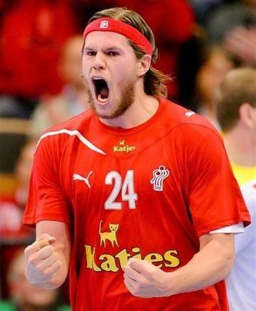 Mikkel Hansen // dän. Nationalmannschaft beim Jubeln über ein Tor repinned  by someid.de | Handball, Handball players, Sports stars