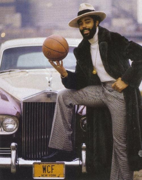 Frazier was known to don the Clyde shoes with custom-tailored suits and  wide-brimmed hats. Description from offici… | Walt frazier, Sports hero,  Basketball pictures