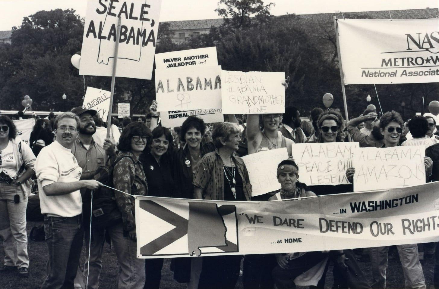 Donne dell'Alabama marciano durante della Gay & Lesbian March su Washington nel 1987.
