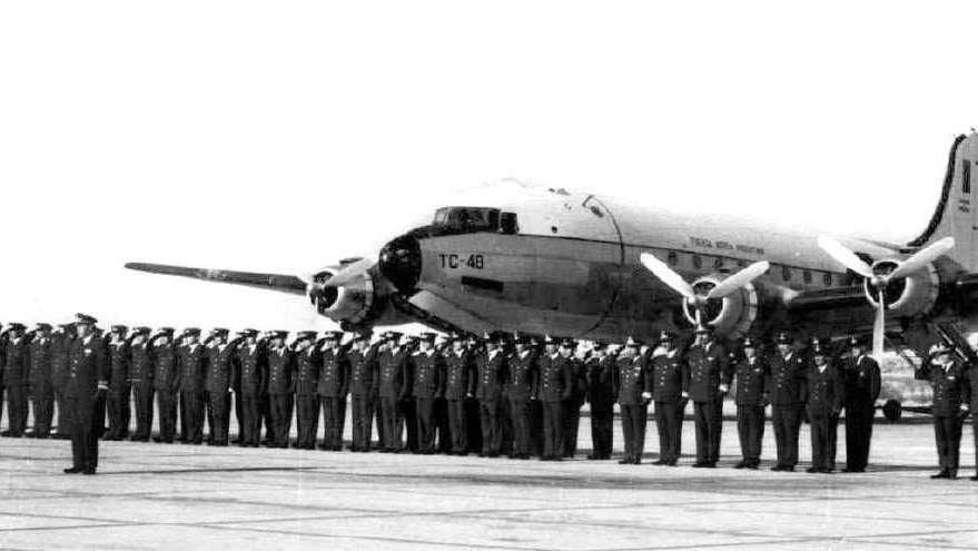 Douglas C-54 Skymaster with cadets before inital flight