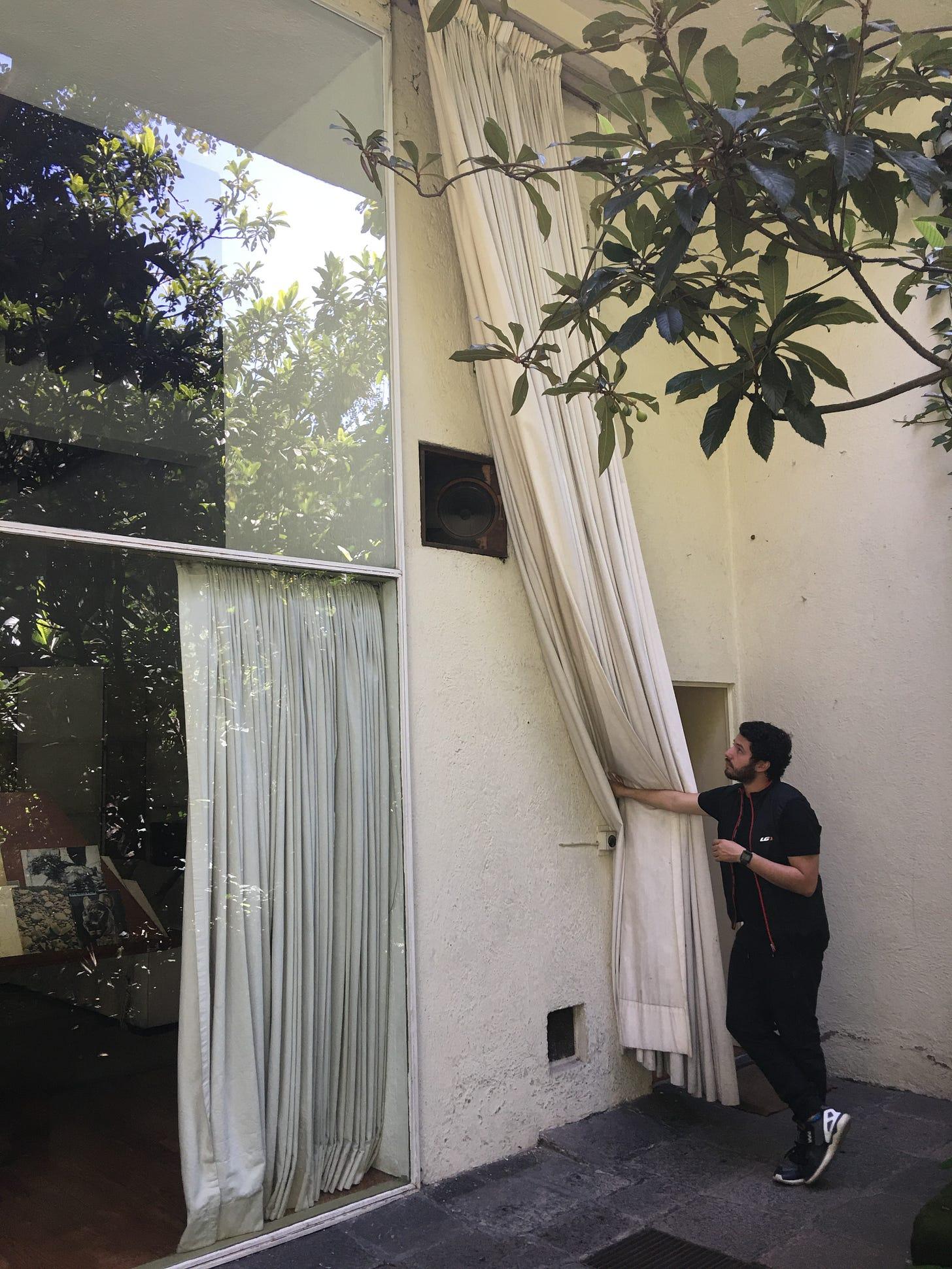 Luis Barragán's garden speaker