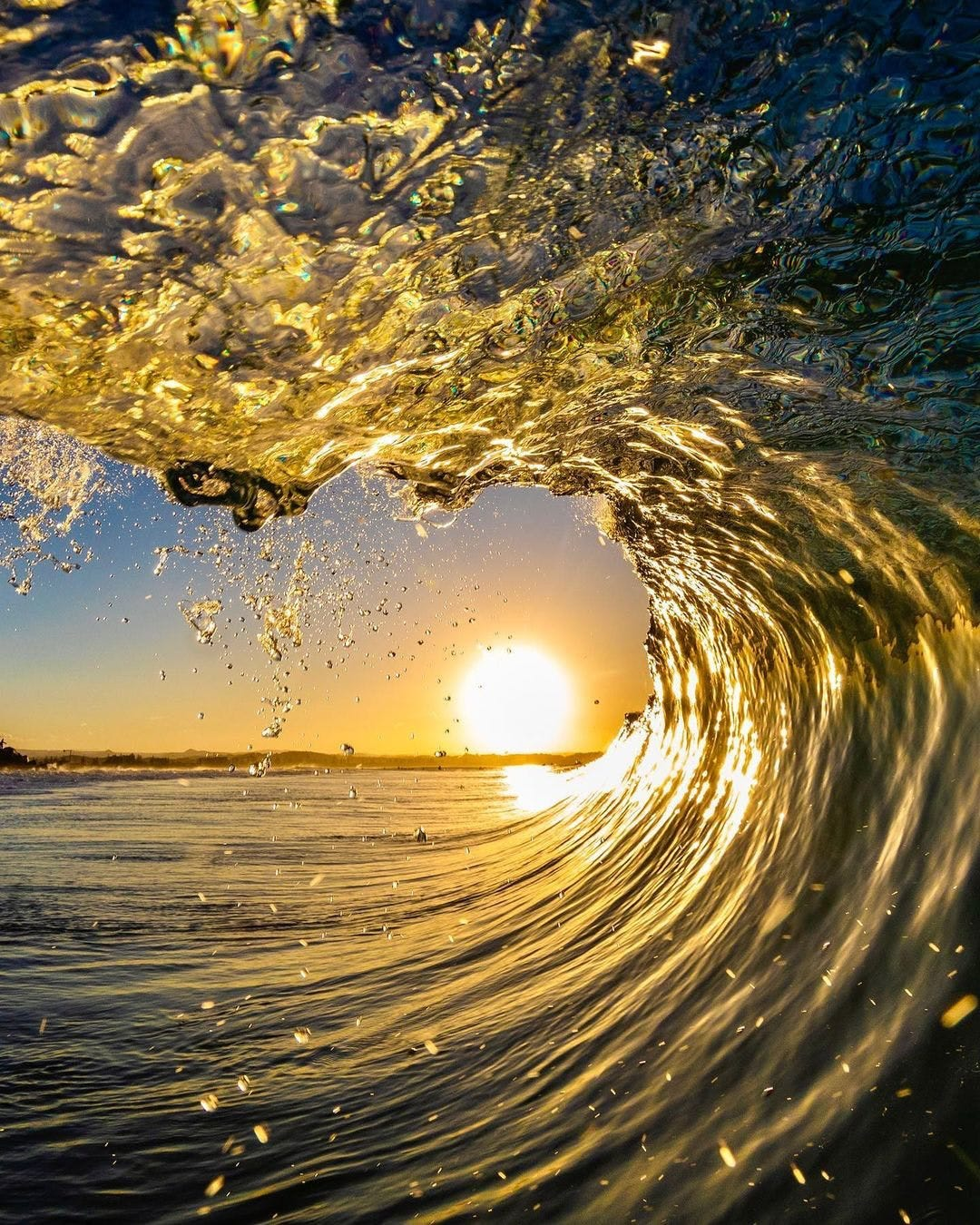 Inside a surfing wave