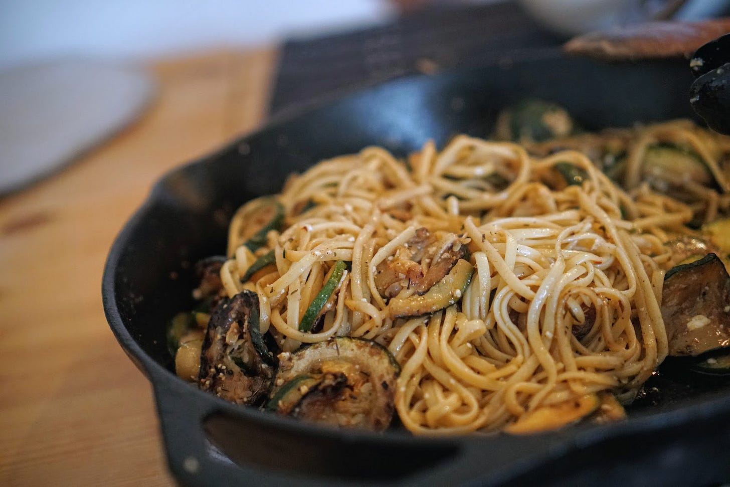 Linguine in a cast iron pan