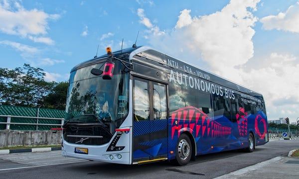 Volvo autobus in Singapore.
