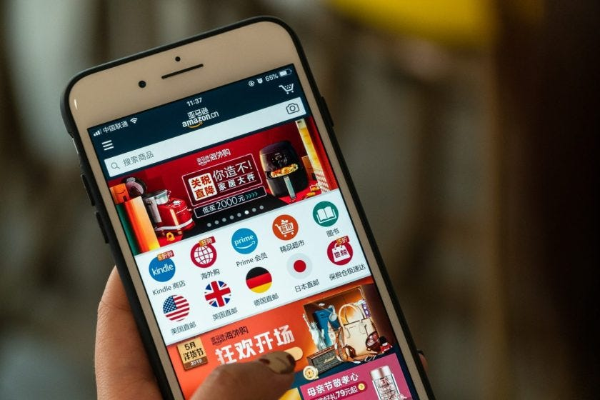 A user browses the Amazon China app on May 7, 2019. (Image credit: TechNode/Eugene Tang)