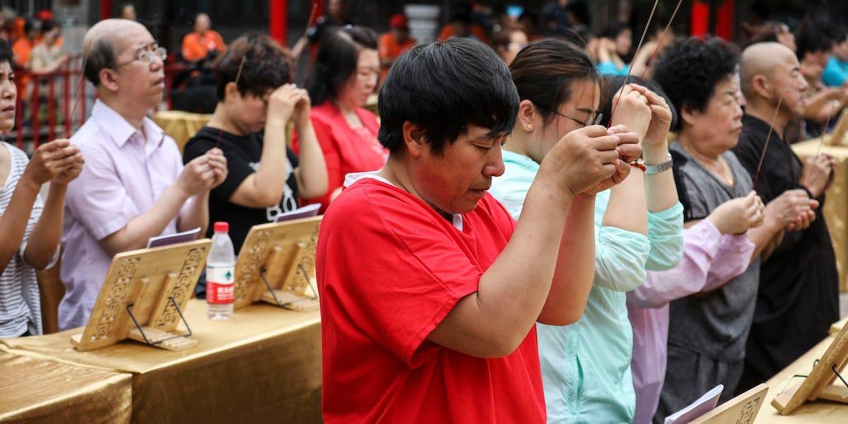 gaokao parents pray