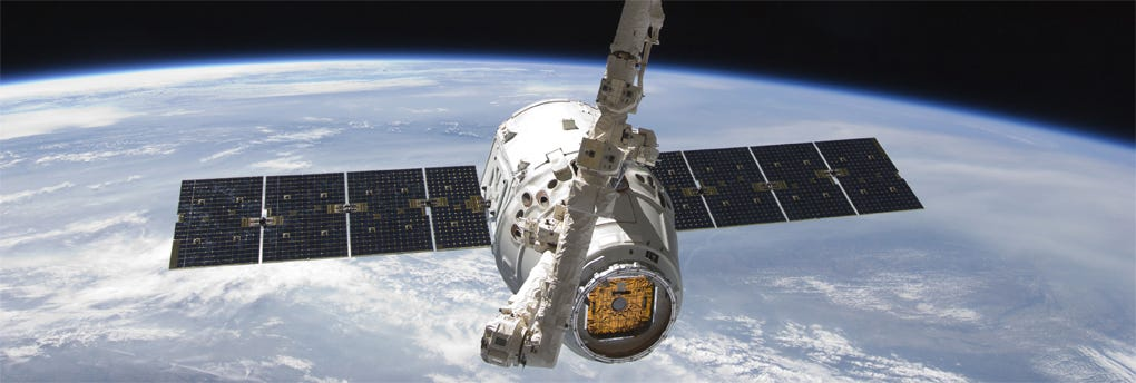It's not Halo, but damn it's cool! Dragon: Reusable Spacecraft ...
