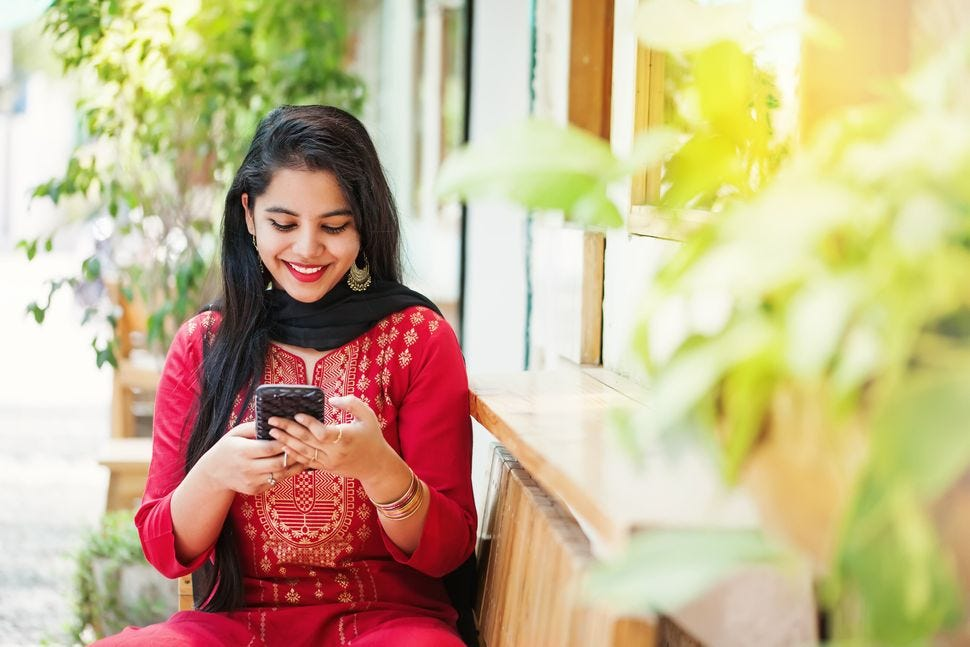 5 Reasons Why Married Indian Women Are Turning To Dating Apps ...