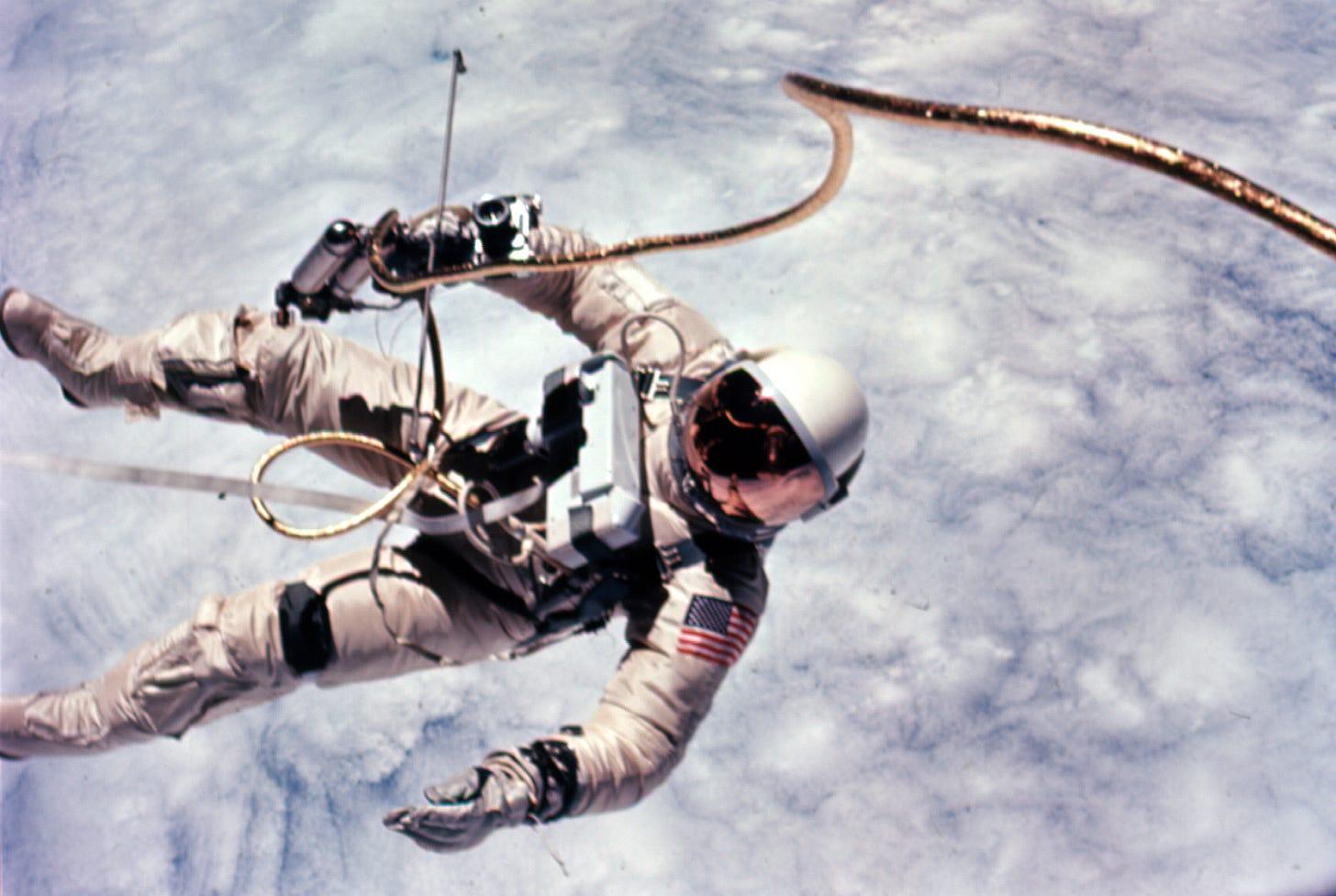 File:Astronaut Edward White first American spacewalk Gemini 4.jpg -  Wikimedia Commons