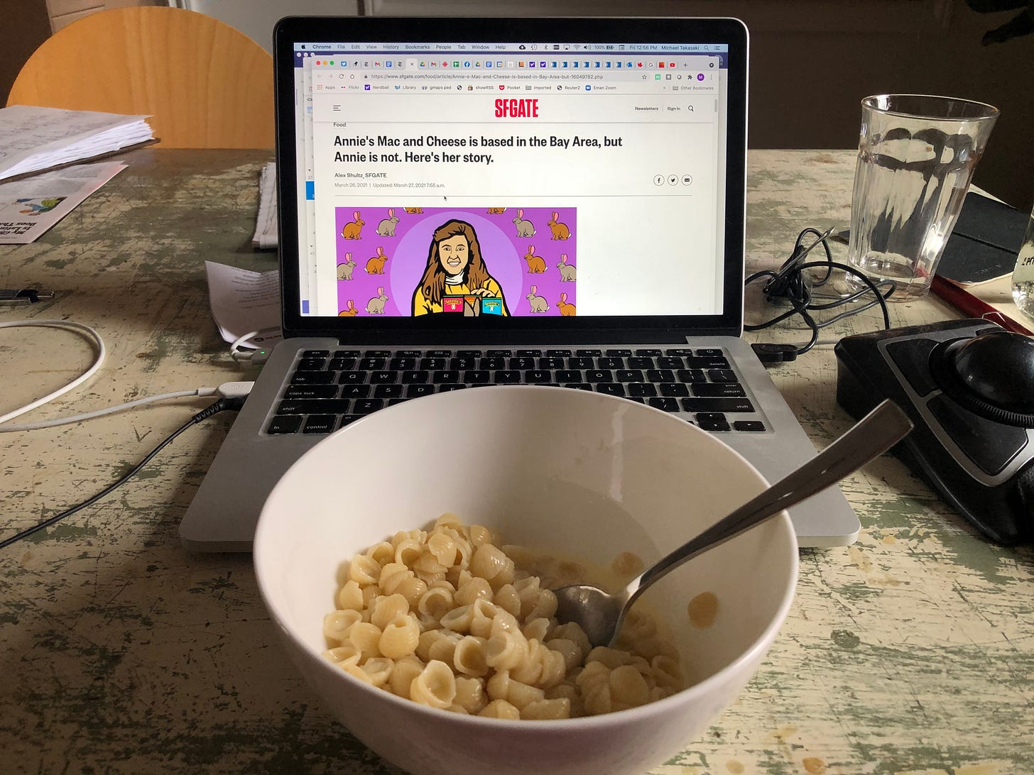 A bowl of Annie's shells and cheese in front of a laptop with the Annie's article open.