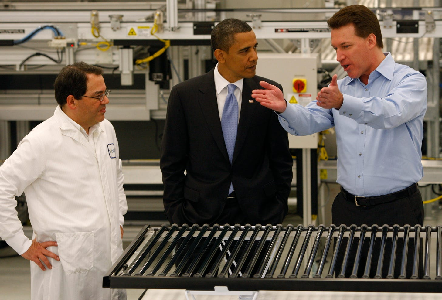 Solyndra staff explain their solar tubes to Barack Obama on May 26, 2010, in Fremont, California. (Photo: Getty Images)