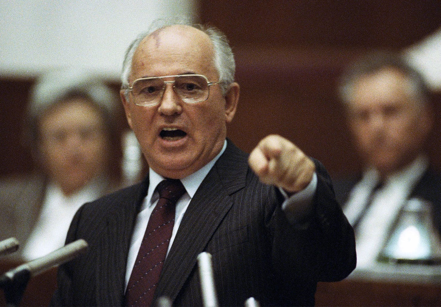 https://cdn.britannica.com/71/194471-050-06A60E75/Mikhail-Gorbachev-1991.jpg