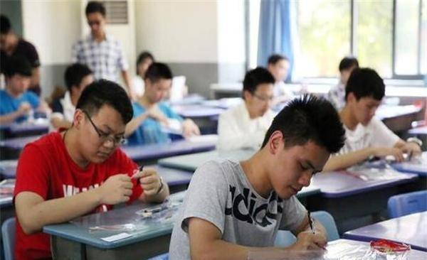 高考生迟到15分钟后禁入考场,没有时间观念的考生,值得同情吗?|考试_网易订阅
