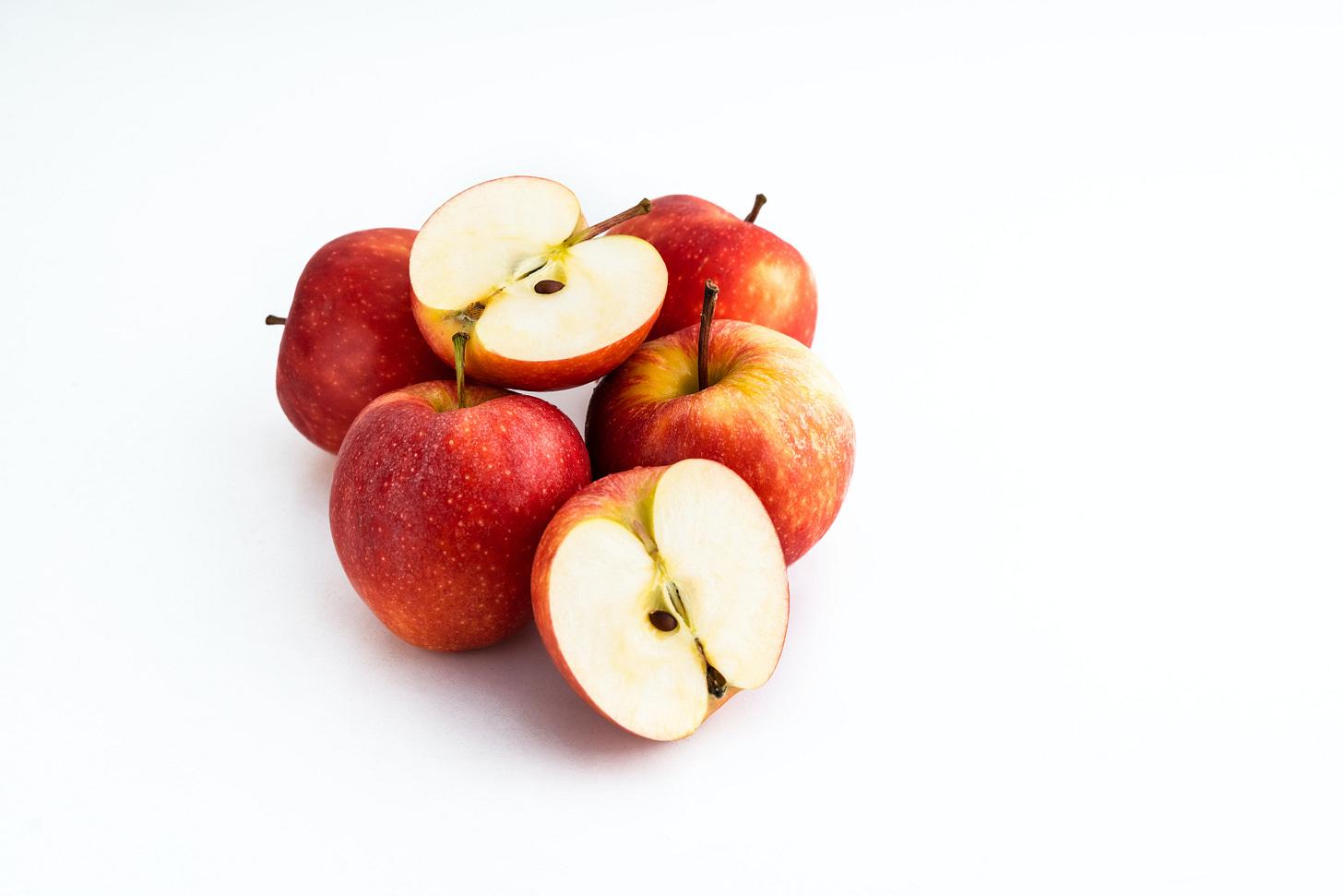 Whole and sliced apples. (Eiliv-Sonas Aceron / Unsplash)