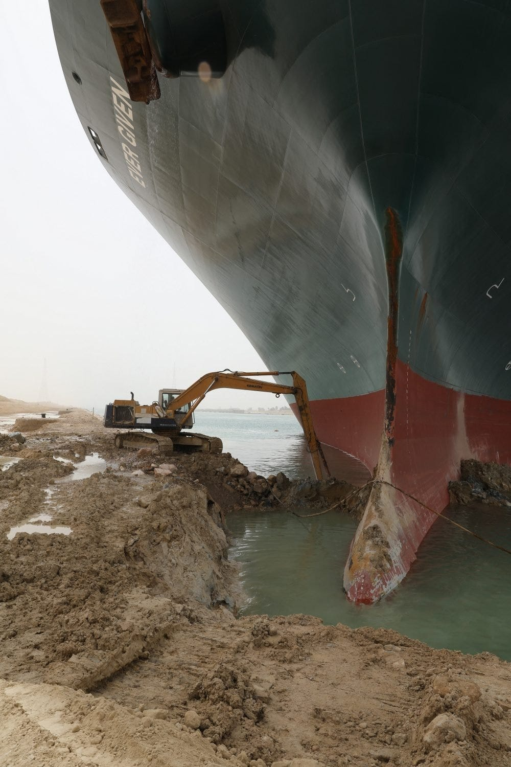 Hopes and memes rest on 'tiny' excavator digging out Suez Canal ship -  National | Globalnews.ca
