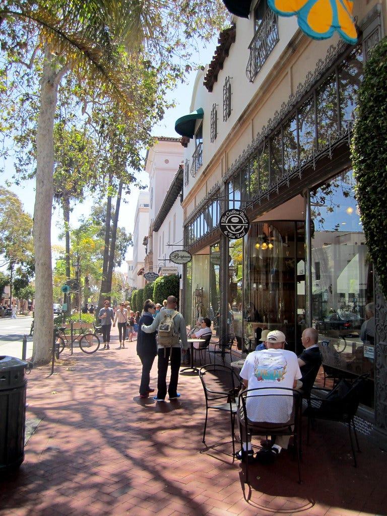 """Friendly neighborhood in CA"" by La Citta Vita is licensed under CC BY-SA 2.0"