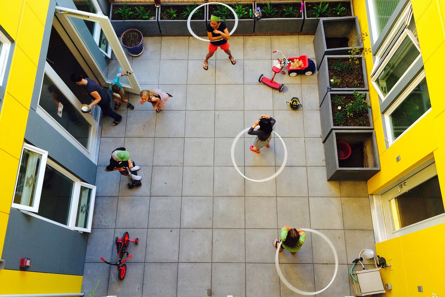 Shared Courtyard at Capitol Hill Urban Cohousing (credit: Schemata Workshop)