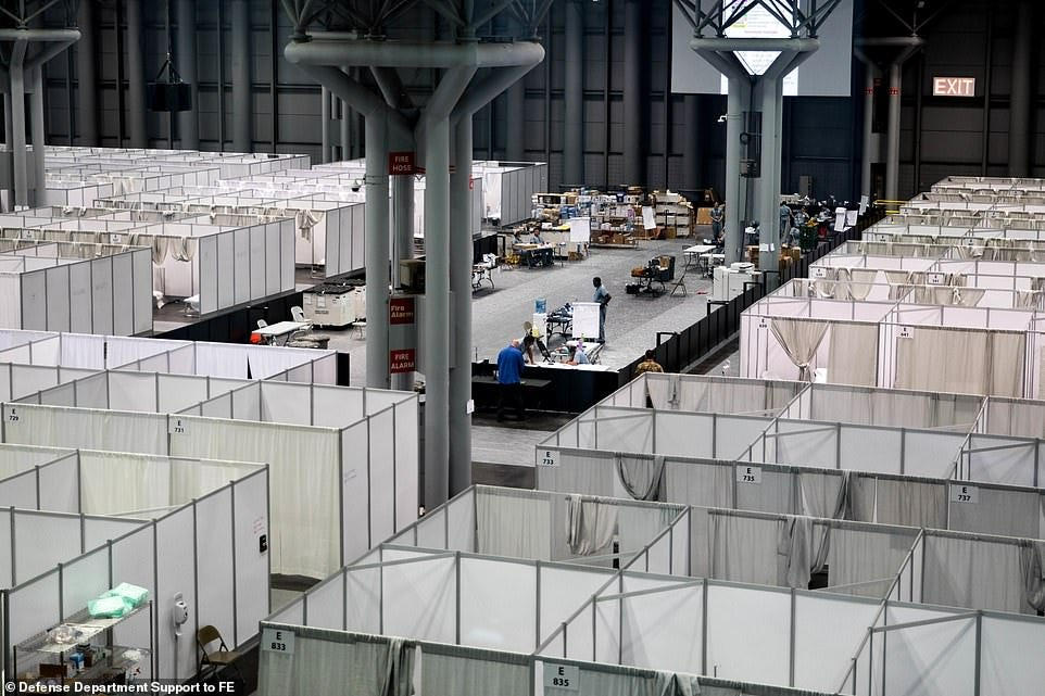 Inside the 2,500-bed field hospital at the Javits Center in New ...