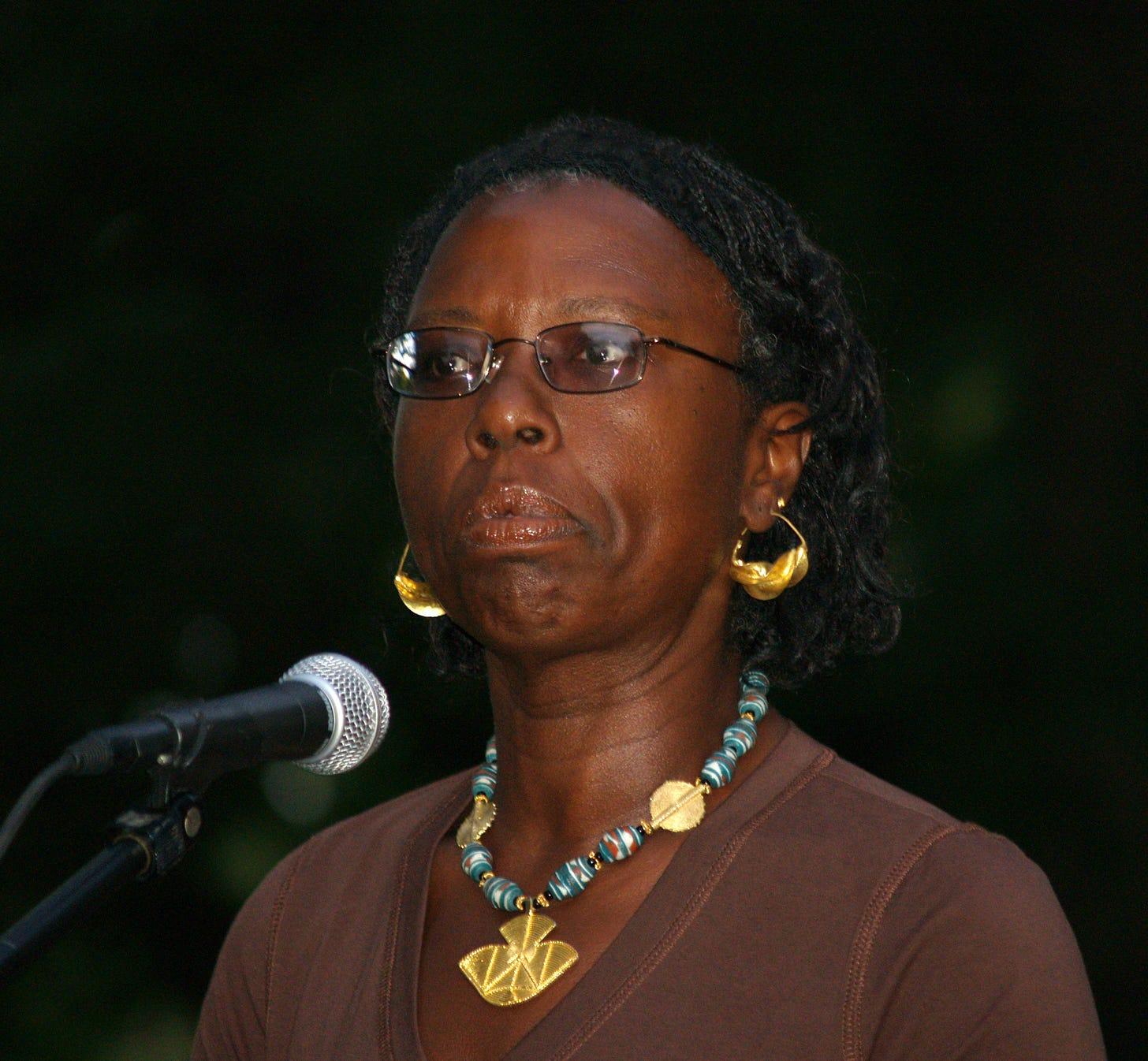 https://upload.wikimedia.org/wikipedia/commons/d/da/Gloria_Naylor_by_David_Shankbone.jpg