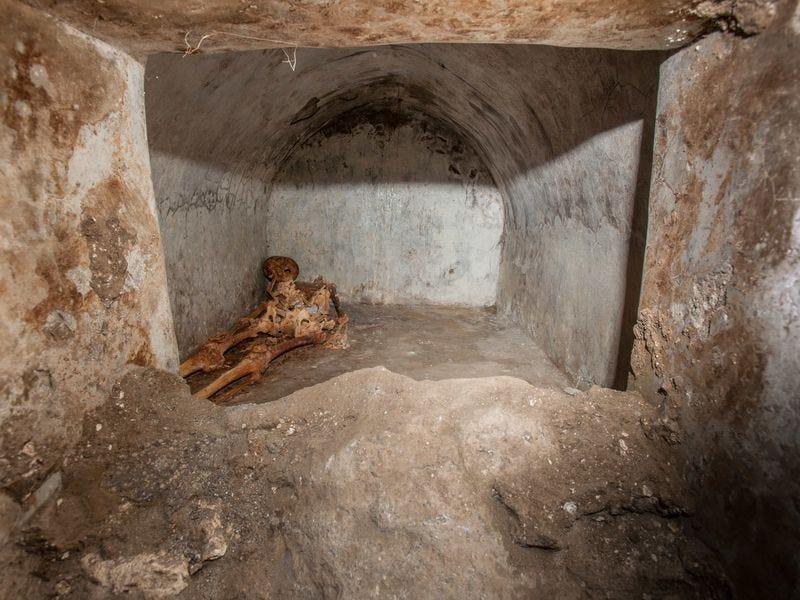 Skeleton found in Pompeii