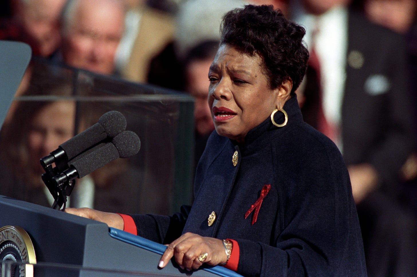 https://upload.wikimedia.org/wikipedia/commons/b/b4/Angelou_at_Clinton_inauguration.jpg