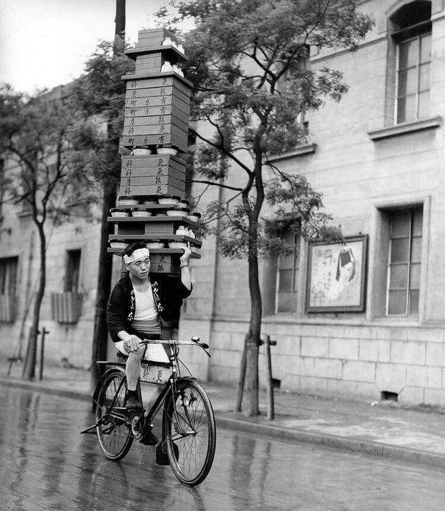 Noodle delivery boy in Tokyo, 1935