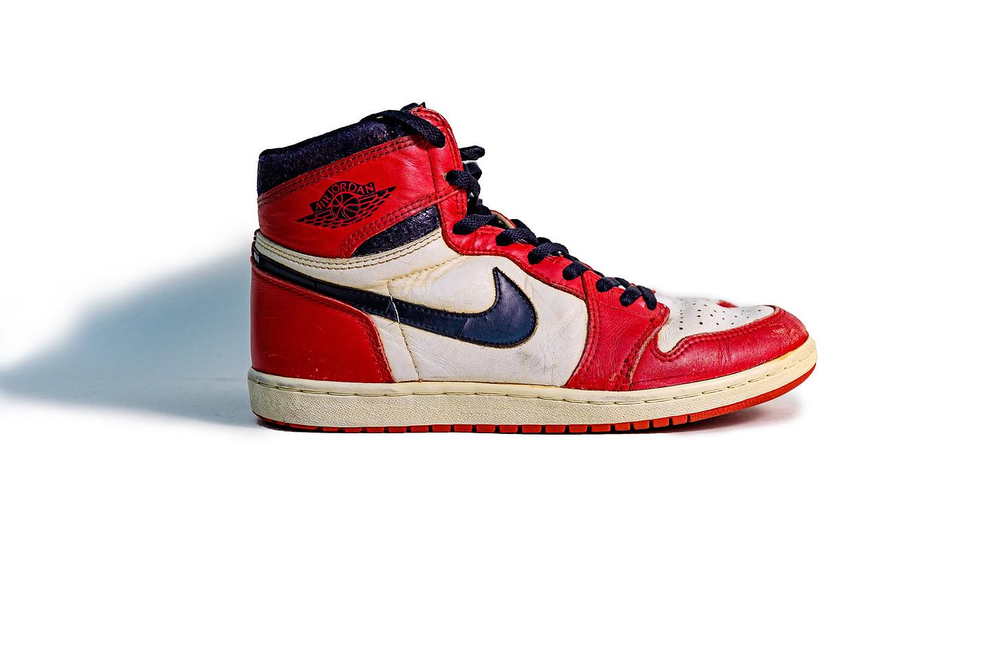 10.5 US - OG Nike Air Jordan 1 Chicago Red White 1985