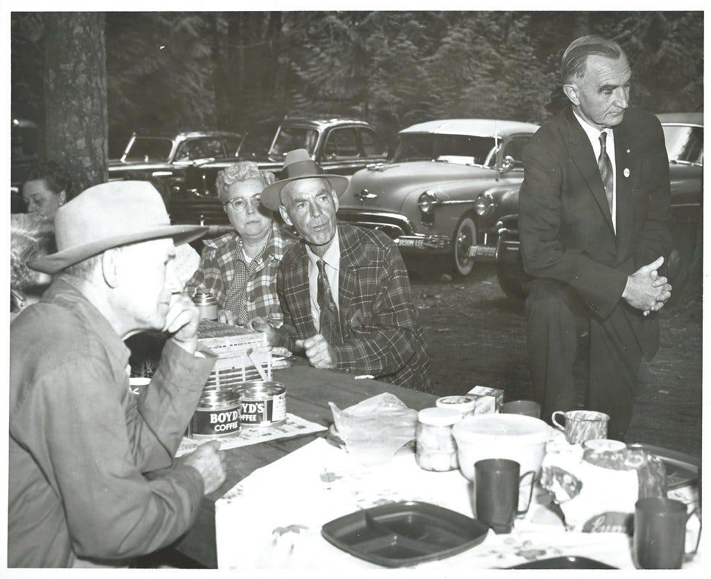 Sen Wayne Morse at picnic