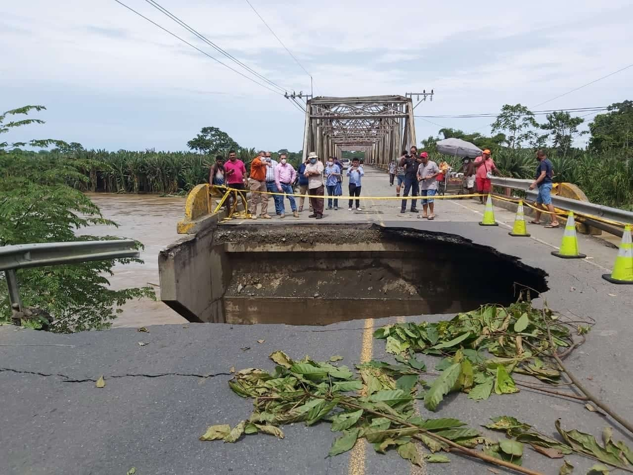 Damage at a bridge on Route 36 in the Costa Rican Caribbean.