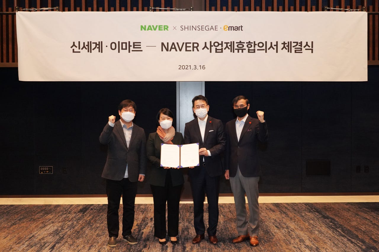 From left: Naver Chief Financial Officer Choi In-hyuk, Naver CEO Han Seong-sook, E-mart CEO Kang Heui-seok and Shinsegae CEO Cha Jeong-ho pose during a strategic partnership agreement ceremony at JW Marriott Hotel in Seoul on Tuesday. (Shinsegae Group)