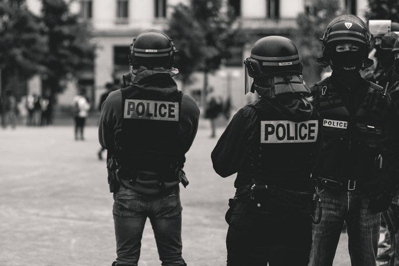 High police presence in Lyon, France, during the 25th weekend of the yellow vests movement.Police violence is at its highest since the 1950s. As of now, 23 protestors and bystanders have lost an eye and 5 persons their hand (source: mediapart.fr, http://tiny.cc/6hd85y)Recently an independant journalist, got arrested (https://twitter.com/GaspardGlanz).Violence continues, even though Amnesty International and the UN condemn the use of excessive force against protesters (source: amnesty.org, http://tiny.cc/3jd85y).