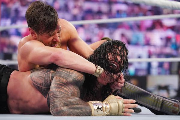 Daniel Bryan holds the Yes Lock on Roman Reigns