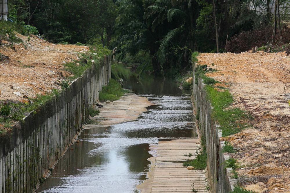 Sungai Kim-Kim seems to have improved due to the rain that fell yesterday, March 9, 2021. — Bernama pic