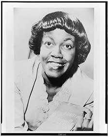 Photo of Gwendolyn Brooks.
