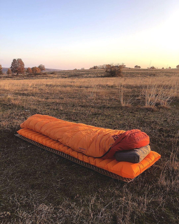 sleep outside in a sleeping bag