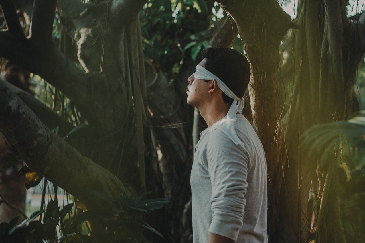 man-blindfolded-1278620.jpg