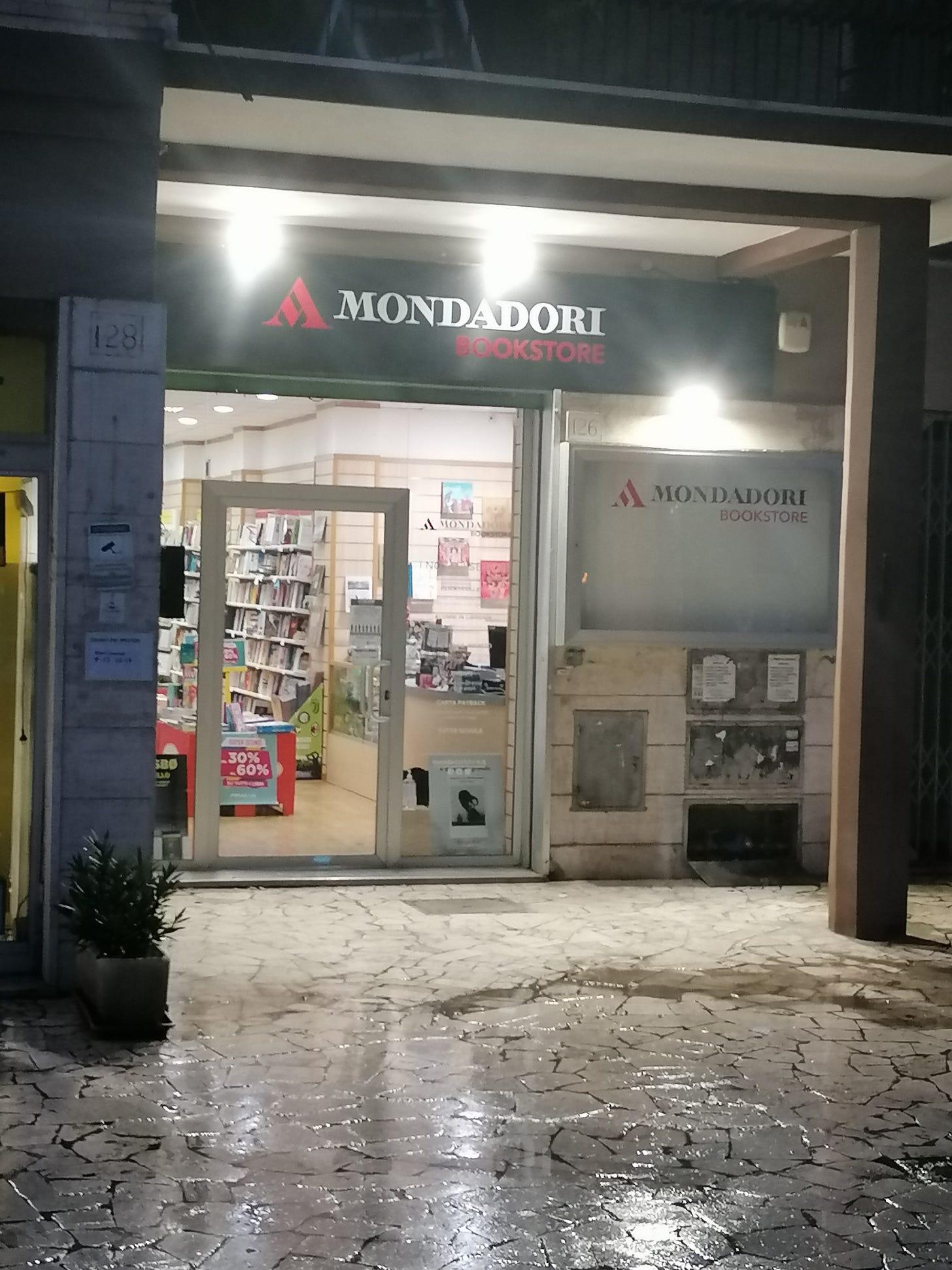 mondadori store libreria monte mario roma