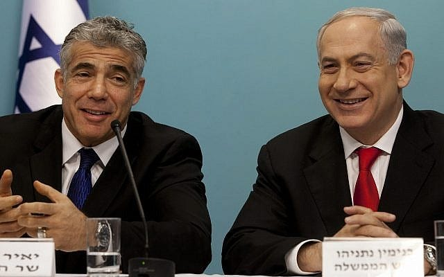 Prime Minister Benjamin Netanyahu (right) and then-finance minister Yair Lapid during a press conference on a major reform of Israel's ports, in Jerusalem on July 3, 2013. (Flash90)