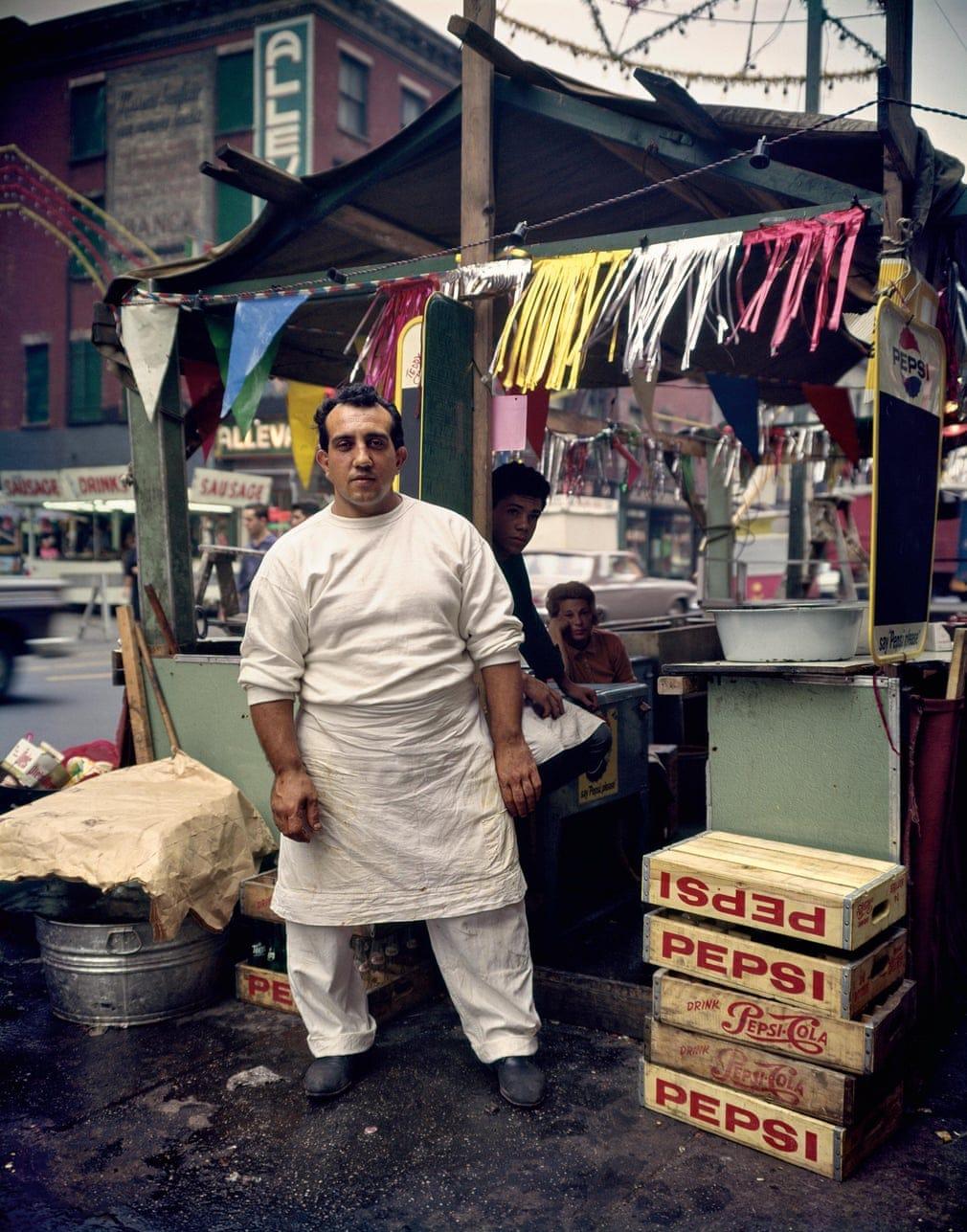 Hotdog stand, 1963, New York - Evelyn Hofer