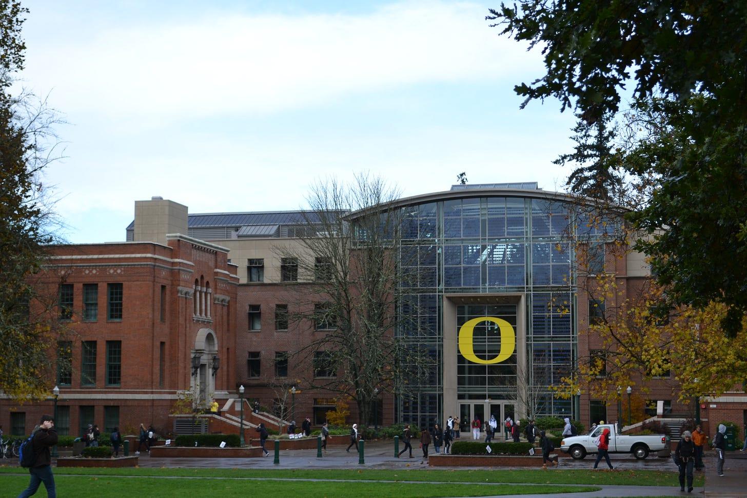 File:Lillis Complex (University of Oregon).jpg