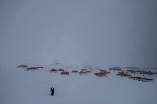 Chilean Air Force families live in small homes in Villa Las Estrellas, while researchers stay at the spartan lodging operated by the Chilean Antarctic Institute, sleeping in bunk beds not unlike those found on an aircraft carrier.