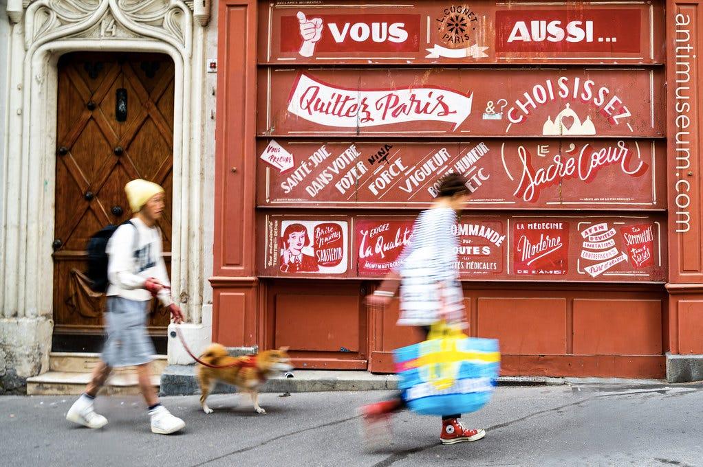 Quitter Paris, devanture de boutique