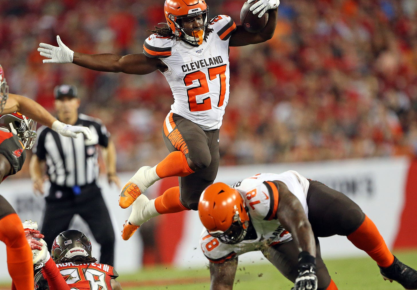 Kareem Hunt needs 4-6 weeks to recover from surgery; Browns start making  cuts and other takeaways - cleveland.com