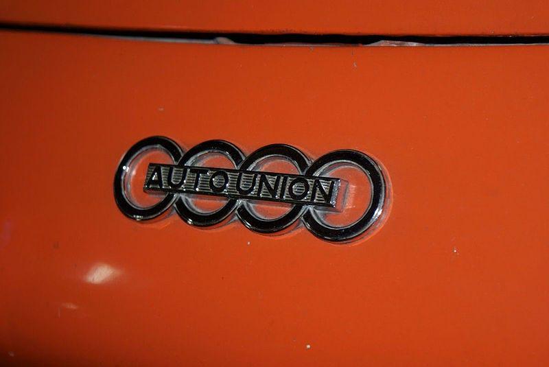 File:Auto Union Monza 1958 Emblem SATM 05June2013 (14414048408).jpg