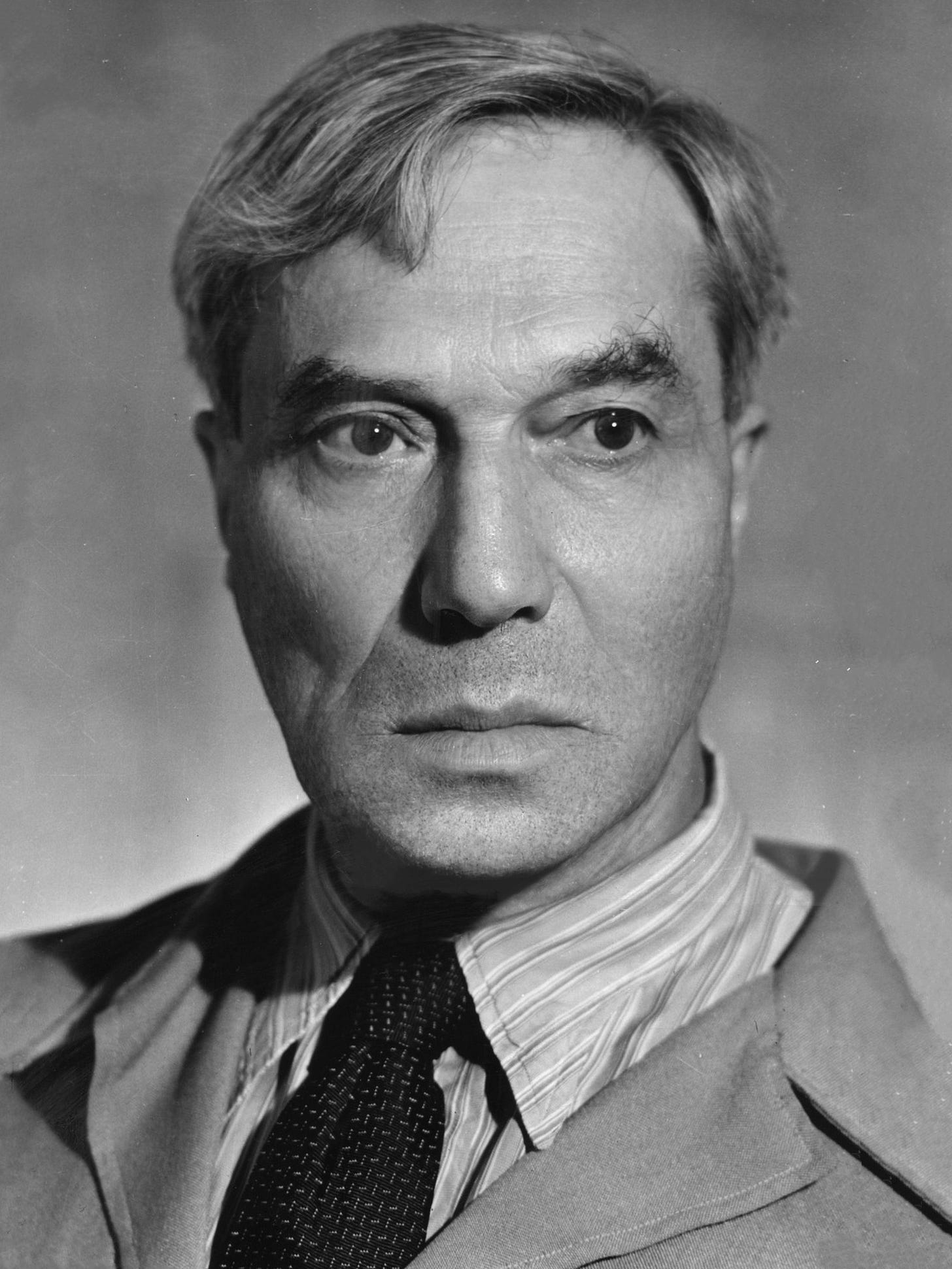 https://upload.wikimedia.org/wikipedia/commons/2/23/Boris_Pasternak_1969.jpg