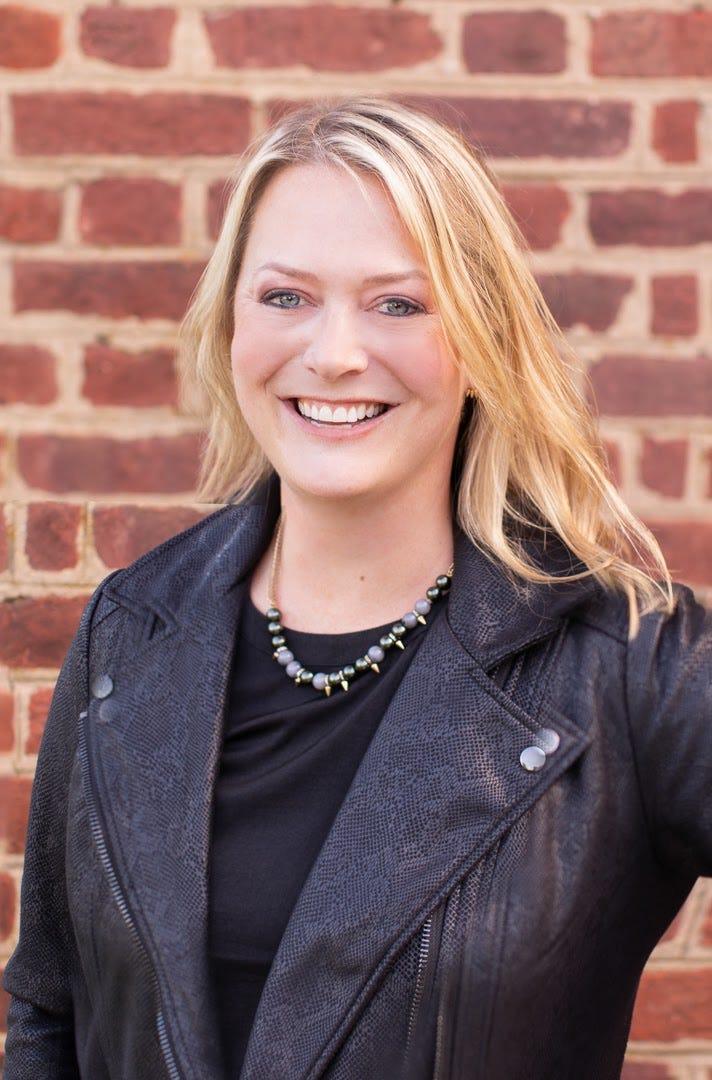 professional headshot of Jennifer Mack