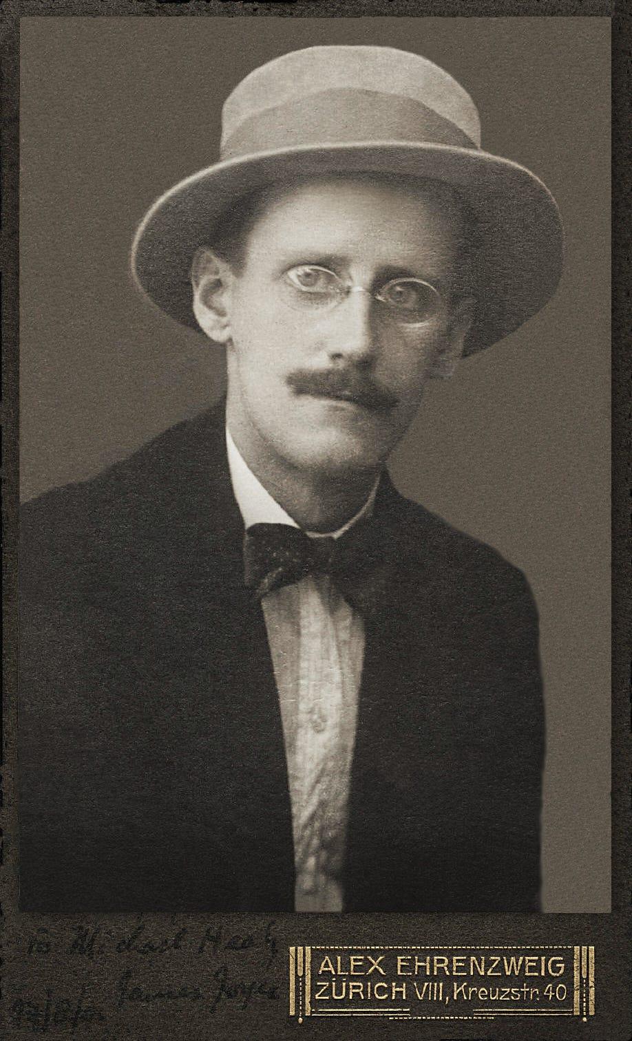 https://upload.wikimedia.org/wikipedia/commons/e/ef/James_Joyce_by_Alex_Ehrenzweig%2C_1915_restored.jpg